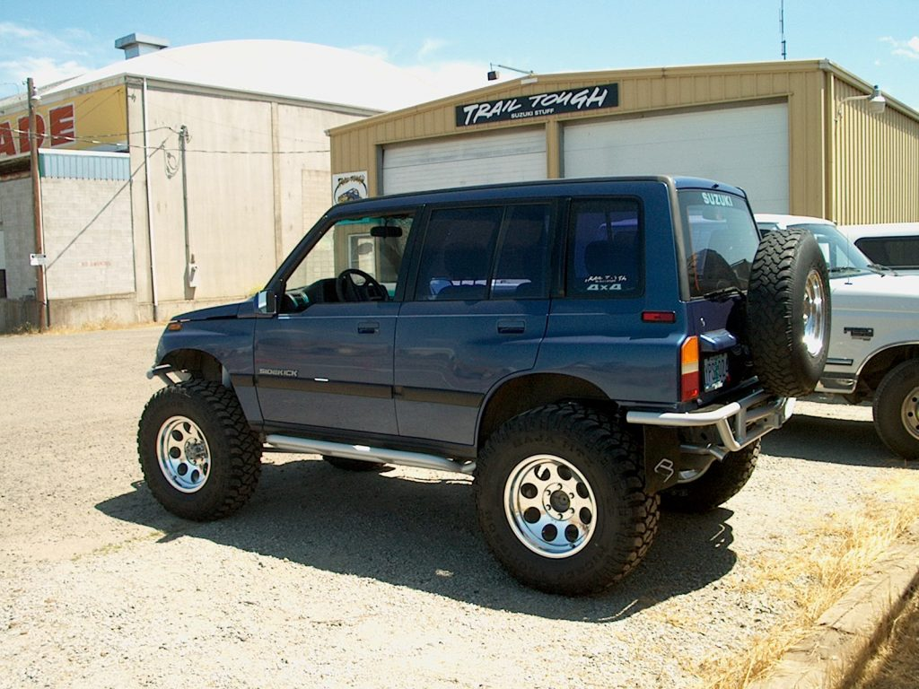suzuki sidekick vitara geo tracker nerf bars 4 door trail tough. Black Bedroom Furniture Sets. Home Design Ideas